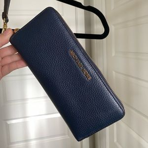 NEW... MICHAEL KORS Leather Continental Wristlet